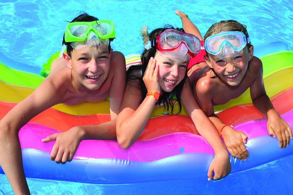 kids-in-pool
